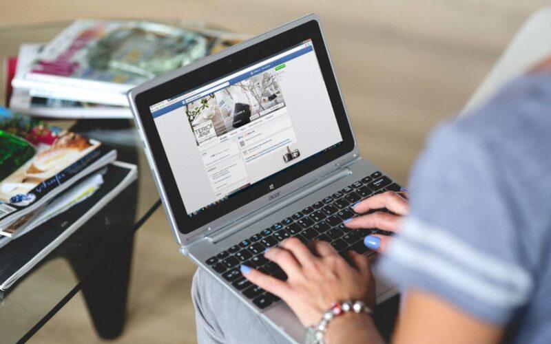 obsługa konta na facebooku na laptopie